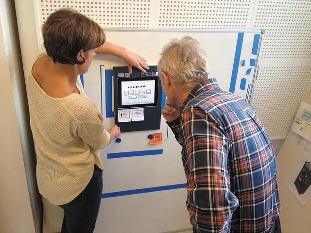 Lippuautomaatinpaperilapuilla toteutettu prototyyppiOslossa (Rosenfeld Media)